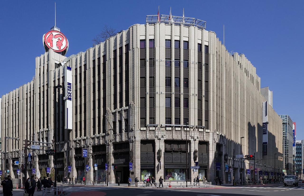 新宿三丁目で荷物を預けるならスマホ予約でecbo cloak。コインロッカー代わりに利用できる店舗をご紹介!